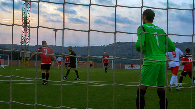 Goalkeeper's view for Raymond van der Gouw in the United goal