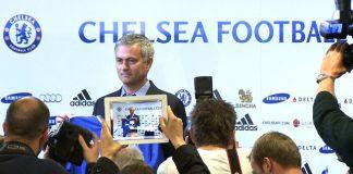 Jose Mourinho enjoying the spotlight at Stamford Bridge ©visionsport Photo: John Gubba