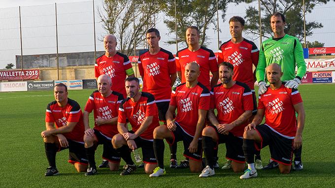 Man Utd legends line up for pre-match team photo before facing Valletta. Photo by John Gubba