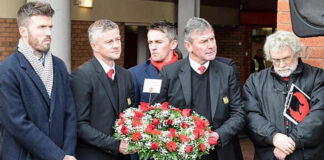 Ole Gunnar Solskjaer and Bryan Robson ready to lay Munich wreath in 2019